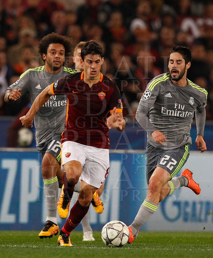 Calcio, andata degli ottavi di finale di Champions League: Roma vs Real Madrid. Roma, stadio Olimpico, 17 febbraio 2016.<br /> Roma's Diego Perotti, center, is chased by Real Madrid's Marcelo, left, and Isco, during the first leg round of 16 Champions League football match between Roma and Real Madrid, at Rome's Olympic stadium, 17 February 2016.<br /> UPDATE IMAGES PRESS/Riccardo De Luca