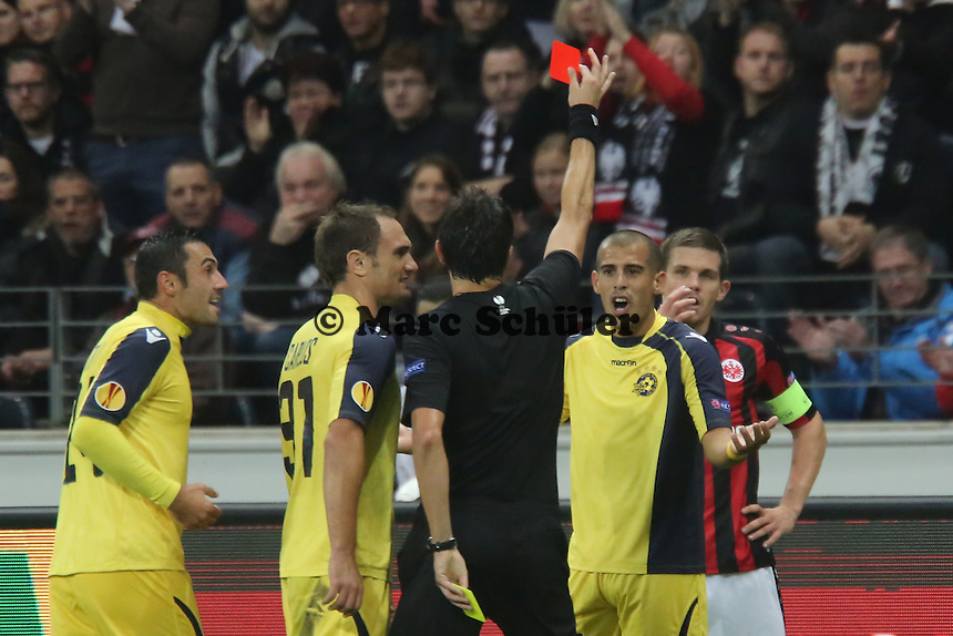 Tal Ben Haim (Tel Aviv) bekommt die Gelb-Rote Karte von Schiedsrichter Antonio Damato (ITA) - Eintracht Frankfurt vs. Macabi Tel Aviv, Europa League 3. Spieltag