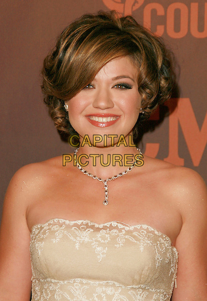 KELLY CLARKSON.At CMT Giants honoring Reba McEntire held at the Kodak Theatre, Hollywood, LA, California, USA.26 October 2006..portrait headshot.Ref: ADM/CH.www.capitalpictures.com.sales@capitalpictures.com.©Charles Harris/AdMedia/Capital Pictures.