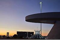 BRASÍLIA, DF, 20.04.2015 – ANIVERSÁRIO DE BRASÍLIA 55 ANOS – Brasília completa 55 anos nesta terça-feira, 21 de abril. Complexo da República, Catedral Metropolitana, Lago Paranoá, Congresso Nacional, Ponte JK, são alguns dos pontos turísticos mais visitados da Capital Federal. (Foto: Ricardo Botelho / Brazil Photo Press)