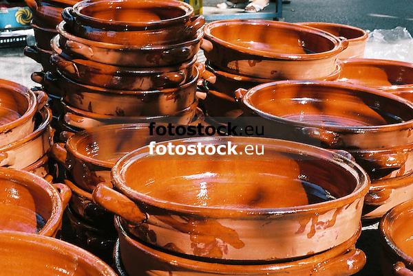 Greixoneras (Greixones) displayed at the farmer's market in Santa Maria del Cami<br /> <br /> Greixoneras (Greixones) en el mercado de Santa Maria del Cam&iacute;<br /> <br /> Tonschalen auf dem Wochenmarkt von Santa Maria del Cam&iacute;<br /> <br /> 2698x1808 px<br /> 150 dpi: 45,69 x 30,62 cm<br /> 300 dpi: 22,84 x 15,31 cm<br /> Original: 35 mm