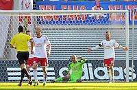 Fußball 3. Liga 2013/14 - Rasenballsport Leipzig (RB) gegen SSV Jahn Regensburg am 19.10.2013 in Leipzig (Sachsen). <br /> IM BILD: Torwart Fabio Coltorti (RB) geht zu Boden und muss am Bein behandelt werden. <br /> Foto: Christian Nitsche / aif