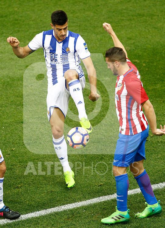 Atletico de Madrid's Koke Resurrecccion (r) and Real Sociedad's Yuri Berchiche during La Liga match. April 4,2017. (ALTERPHOTOS/Acero)