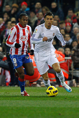 20.01.2011 Spanish Copa del Rey from the Vicente Calderon. At. Madrid vs Real Madrid 0-1. Picture shows (L) Elias and Ronaldo (R)...