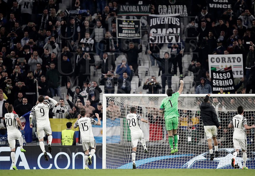Juventus players greet fans at the end of the Champions League round of 16 soccer match against Porto at Turin's Juventus Stadium, 14 March 2017. Juventus won 1-0 (3-0 on aggregate) to reach the quarter finals.<br /> UPDATE IMAGES PRESS/Isabella Bonotto