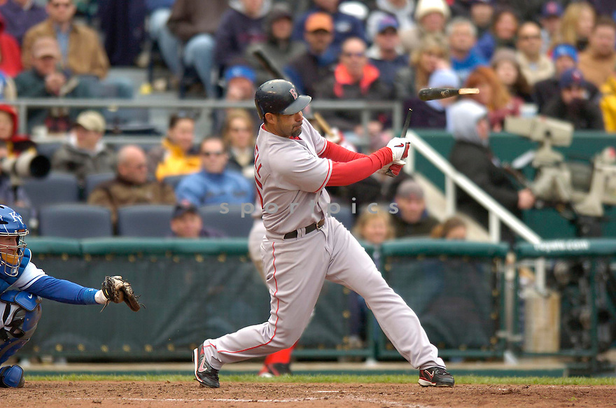 MIKE LOWELL, of the Boston Red Sox during their game against the  Kansas City Royals, on April 5, 2007 in Kansas City, Missouri. ..Red Sox  win 4-1....DAVID DUROCHIK / SPORTPICS