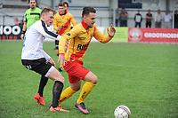Beker van Belgi&euml; :<br /> Eendracht Wervik - SK Eernegem :<br /> Jorg Dutoit (R) is sterker op de bal dan Maxim Bailleud (L) <br /> <br /> Foto VDB / Bart Vandenbroucke