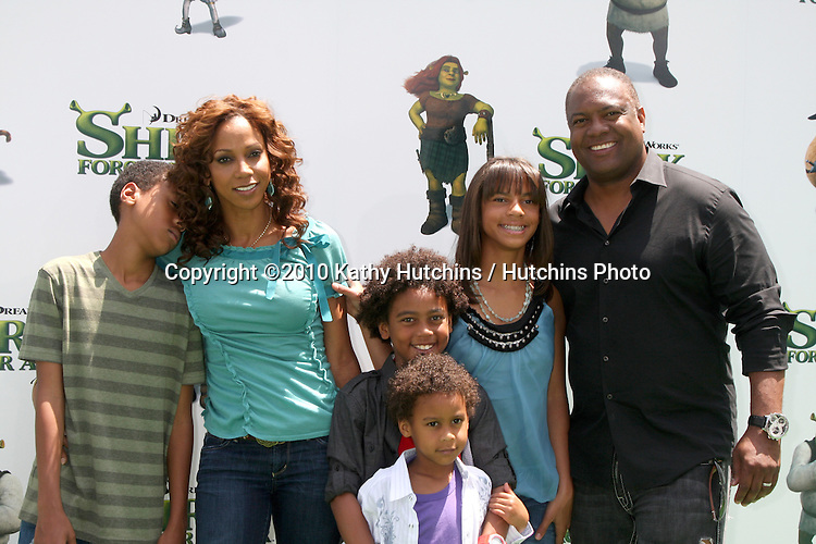 "Holly Robinson Peete & Family.arrives at the ""Shrek Forever After"" LA Premiere.Gibson Ampitheatre, Universal Studios.Los Angeles, CA.May 16, 2010.©2010 Kathy Hutchins / Hutchins Photo.."