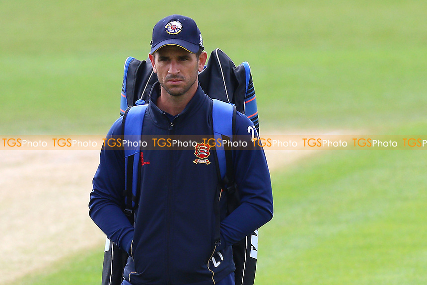 Essex skipper Ryan ten Doeschate during the warm up ahead of Worcestershire CCC vs Essex CCC, Specsavers County Championship Division 2 Cricket at New Road on 1st May 2016