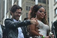 SAO PAULO, 02 DE JUNHO DE 2013 - MOVIMENTACAO PARADA LGBT - O deputado Jean Wyllys participa da Parada LGBT, na tarde deste domingo, 02, na Avenida Paulista, região central da capital.  (FOTO: ALEXANDRE MOREIRA / BRAZIL PHOTO PRESS)