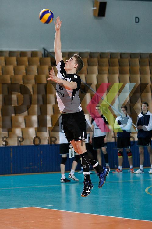 Berlins Timon Schippmann (Nr. 16) <br /> <br /> 20.02.14 Volleyball, 1. Bundesliga, Maenner, Saison 2014/15, VCO Berlin - SWD Powervolleys Dueren<br /> <br /> <br /> Foto &copy; PIX *** Foto ist honorarpflichtig! *** Auf Anfrage in hoeherer Qualitaet/Aufloesung. Belegexemplar erbeten. Veroeffentlichung ausschliesslich fuer journalistisch-publizistische Zwecke. For editorial use only.
