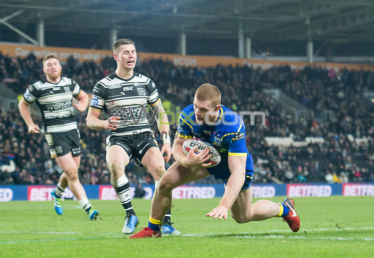 Picture by Allan McKenzie/SWpix.com - 02/03/2018 - Rugby League - Betfred Super League - Hull FC v Warrington Wolves - KC Stadium, Kingston upon Hull, England - Jack Hughes scores a try against  Hull FC.