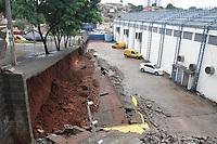 Piracicaba (SP), 21/02/2020 -  O muro de uma unidade de distribuicao dos Correios, na Avenida 31 de Marco, em Piracicaba, interior de Sao Paulo, caiu sobre varios veiculos da unidade nesta sexta-feira (21) devido as chuvas dos ultimos dias na cidade. A unidade e responsavel pela distribuicao para Piracicaba, Saltinho (SP) e Rio das Pedras (SP). Os Correios informaram que os veiculos serao repostos. (Foto: Luciano Claudino/Codigo 19/Codigo 19)