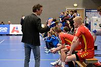 GRONINGEN - Volleybal, Abiant Lycurgus - Dynamo Apeldoorn, Alfa College , Eredivisie , seizoen 2017-2018, 26-11-2017 Dynamo coach Bas Hellinga in gesprek met Dynamo speler Michiel van Dorsten