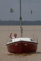 Paulo, Laura e Dauberson, durante passeio no veleiro Shark pela região das ilhas em Belém circundando o Cumbú.<br /> Belém, Pará, Brasil<br /> Fotos Dauberson<br /> 30/01/2016