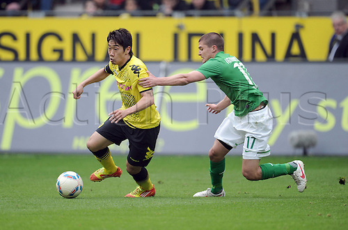 17 03 2012   Bundesliga 26 Matchday Borussia Dortmund versus Werder Bremen Shinji Kagawa Borussia Dortmund left against Aleksandar Ignjovski Werder Bremen