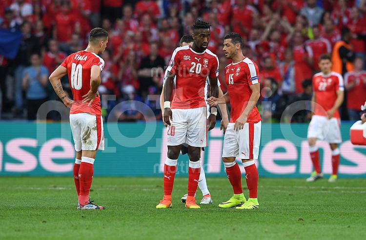 FUSSBALL EURO 2016 GRUPPE A IN LILLE Schweiz - Frankreich     19.06.2016 Granit Xhaka, Johan Djourou und Blerim Dzemaili (v.l., alle Schweiz)