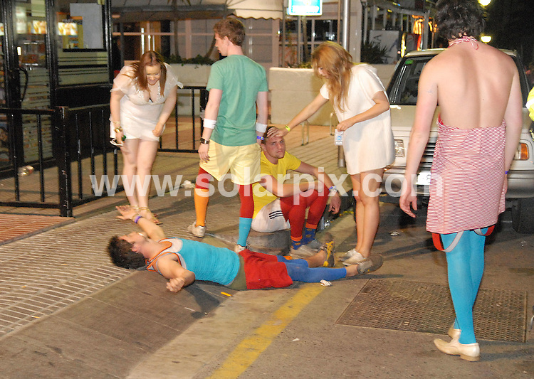 **ALL ROUND PICTURES FROM SOLARPIX.COM**.**WORLDWIDE RIGHTS**.PIctures show the warm-up to last night's festivities at Salou fest 2010, in Salou near Barcelona, Spain, where up to 5000 British students take part in sports in the daytime, and then begin drinking on the beach to party until the early hours of the morning. Salou, Spain. 9th April 2010..This pic: Saloufest 2010 students out on the booze..JOB REF:   11062    AB1       DATE:   10.04.10.**MUST CREDIT SOLARPIX.COM OR DOUBLE FEE WILL BE CHARGED**.**MUST NOTIFY SOLARPIX OF ONLINE USAGE**.**CALL US ON: +34 952 811 768 or LOW RATE FROM UK 0844 617 7637**