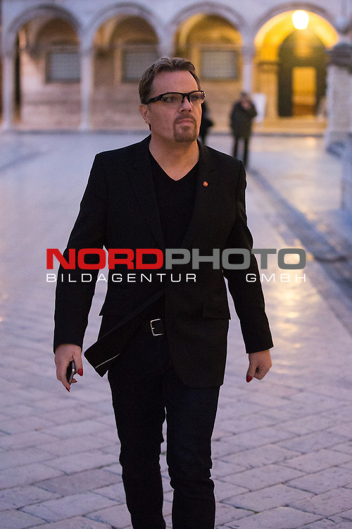 22.03.2013., Stradun, Dubrovnik - Edward John &quot;Eddie&quot; Izzard, one of the most famous English stand-up comedian walked through downtown before the  performance  at the Dubrovnik theater.<br /> Photo: Grgo Jelavic/PIXSELL