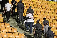 SÃO PAULO,SP,27 FEVEREIRO 2013 - COPA LIBERTADORES AMÉRICA 2013 - CORINTHIANS (Bra) x MILLONARIOS (Col) - Torcedores  do Corinthians que conseguiram uma liminar chegam ao Estadio para ver a  partida Corinthians x Millonarios válido pela 2º rodada da Copa Libertadore América 2013 no Estádio Paulo Machado de Carvalho (Pacaembu) na noite desta quarta feira (27).FOTO ALE VIANNA - BRAZIL PHOTO PRESS.