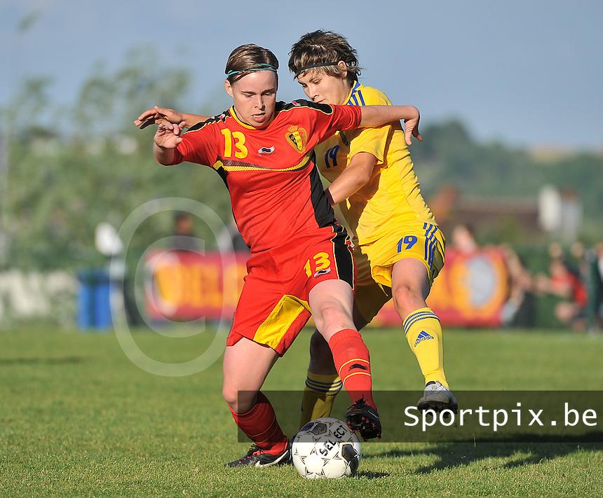 Belgium - Ukraine : Stefanie Van Broeck (13) in duel met Olha Ovdiychuk (19)<br /> foto DAVID CATRY / Nikonpro.be