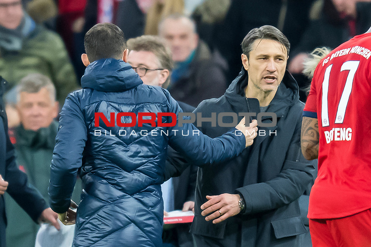 09.02.2019, Allianz Arena, Muenchen, GER, 1.FBL,  FC Bayern Muenchen vs. FC Schalke 04, DFL regulations prohibit any use of photographs as image sequences and/or quasi-video, im Bild Domenico Tedesco (Trainer Schalke) mit Niko Kovac (Cheftrainer FCB) <br /> <br />  Foto &copy; nordphoto / Straubmeier