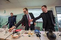 """Pressekonferenz des Regierenden Buergermeisters, Michael Mueller (SPD) und der Buergermeisterin Ramona Pop (Buendnis 90/Die Gruenen) sowie dem Buergermeister Dr. Klaus Lederer (Linkspartei) zum Thema """"Zweieinhalb Jahre Rot-Rot-Gruen"""".<br /> Im Bild vlnr.: Michael Mueller, Klaus Lederer.<br /> 5.3.2019, Berlin<br /> Copyright: Christian-Ditsch.de<br /> [Inhaltsveraendernde Manipulation des Fotos nur nach ausdruecklicher Genehmigung des Fotografen. Vereinbarungen ueber Abtretung von Persoenlichkeitsrechten/Model Release der abgebildeten Person/Personen liegen nicht vor. NO MODEL RELEASE! Nur fuer Redaktionelle Zwecke. Don't publish without copyright Christian-Ditsch.de, Veroeffentlichung nur mit Fotografennennung, sowie gegen Honorar, MwSt. und Beleg. Konto: I N G - D i B a, IBAN DE58500105175400192269, BIC INGDDEFFXXX, Kontakt: post@christian-ditsch.de<br /> Bei der Bearbeitung der Dateiinformationen darf die Urheberkennzeichnung in den EXIF- und  IPTC-Daten nicht entfernt werden, diese sind in digitalen Medien nach §95c UrhG rechtlich geschuetzt. Der Urhebervermerk wird gemaess §13 UrhG verlangt.]"""