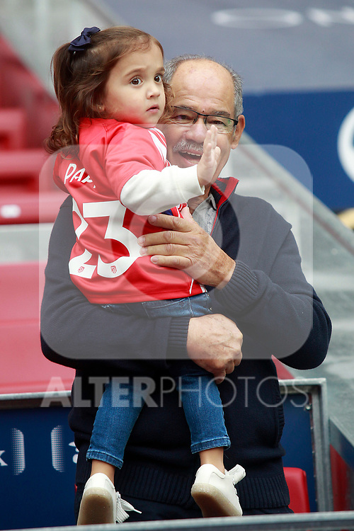 Vitolo's father and daughter during the official presentation of the new Atletico de Madrid's player. December 31, 2016. (ALTERPHOTOS/Acero)