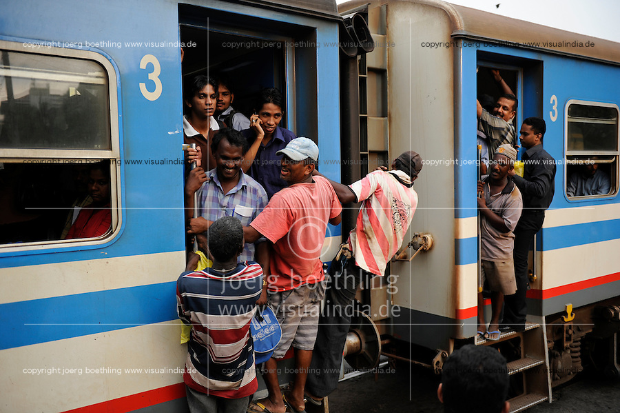 SRI LANKA Colombo, packed train of Sri Lanka railways