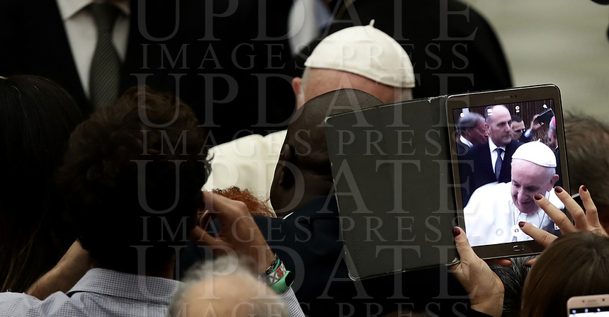Volunteers take pictures with their tablet and smartphone of the pope after Pope Francis held a special audience for the 20th anniversary of the Sardinia Solidarity volunteering service center, in the Paul VI Hall at the Vatican on November 30, 2018.<br />   UPDATE IMAGES PRESS/Isabella Bonotto<br /> <br /> STRICTLY ONLY FOR EDITORIAL USE