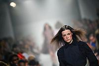 LISBOA, PORTUGAL, 08.03.2020 -MODA LISBOA AWAKE - Modelo durante desfile da grife Dino Alves em Lisboa, Portugal, nesse domingo 08. (Foto: Bruno de Carvalho/Brazil Photo Press)
