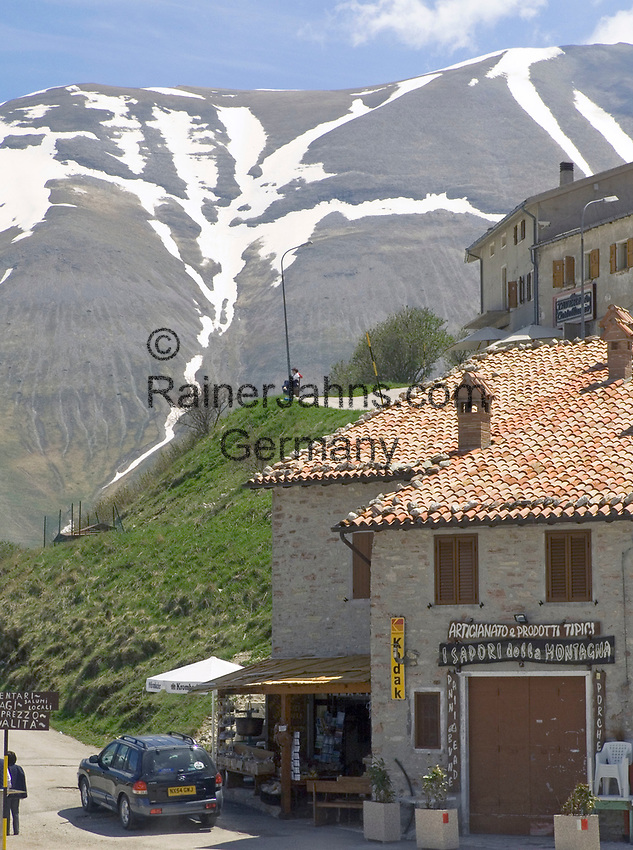 Italien, Umbrien, Castelluccio: Bergdorf in den Sibillinischen Bergen | ITA, Umbria, Castelluccio: mountain village at the Sibillini mountains