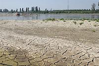 - exceptional low water of the Po river....- secca eccezionale del fiume Po