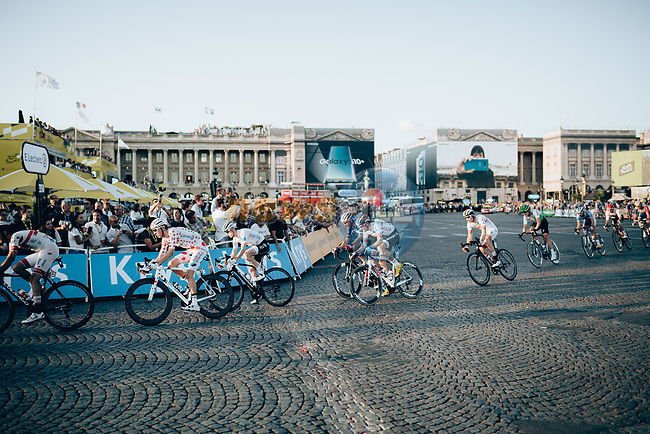 The peloton enter Place de la Concorde during Stage 21 of the 2019 Tour de France running 128km from Rambouillet to Paris Champs-Elysees, France. 28th July 2019.<br /> Picture: ASO/Thomas Maheux   Cyclefile<br /> All photos usage must carry mandatory copyright credit (© Cyclefile   ASO/Thomas Maheux)