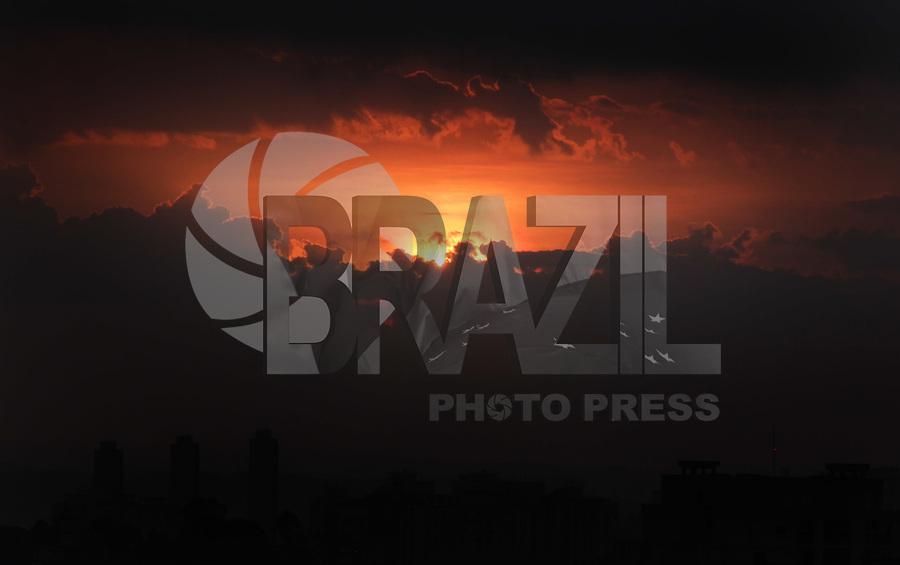 SAO PAULO, SP, 01 FEVEREIRO 2012 - CLIMA TEMPO - Final de tarde no bairro do Jabaquara regiao sul da capital paulista. FOTO: MILENE CARDOSO - NEWS FREE.