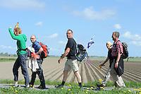WANDELSPORT: HARLINGEN: 09-05-2013, Elfstedenwandeltocht, ©foto Martin de Jong