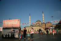 Istanbul: the New Mosque and Egyptia Spice Bazaar in Eminonu