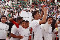 """Tecomatlán, Puebla. 31/01/2016.- Este fin de semana se llevó a cabo la inauguración del festival deportivo anual que reúne cada dos años a más de 15 mil niños y jóvenes de la organización """"Antorcha Campesina"""" provenientes de los 32 estados de la república, mismos que se congregan en la comunidad de Tecomatlán ubicada en la entidad de Puebla de los Ángeles, lugar que es cuna del movimiento antorchista desde hace 42 años, a finalidad de participar en deportes como ciclismo, natación, fútbol, básquetbol, béisbol, entre otras categorías.<br /> <br /> Este 2016 fue celebrada la XVIII edición de la """"Esparaqueada"""" como es conocido este evento, congregando a jóvenes con cualidades óptimas para la ejecución de diversos deportes, mismos que competirán toda la primer semana de febrero a partir de este domingo, por lo que estados como Oaxaca, Puebla, Monterrey, Coahuila, Veracruz, Ciudad de México, entre otros, mandaron a sus candidatos más facultados para esta disputa la cual tiene como único objetivo la convivencia sana y el impulso al deporte dentro de la organización antorchista.<br /> <br /> Cabe destacar que como invitados especiales de este evento estuvieron presentes el gobernador de Puebla, Rafael Moreno Valle, y el edil de la capital poblana, Tony Gali, así mismo, asistieron lideres antorchistas de los 32 estados del país, incluyendo a su dirigente nacional, Aquiles Córdoba Morán, así como diputados locales, federales, delegados, presidentes municipales emanados de dicho movimiento, en tanto, también hicieron acto de presencia para este evento representantes de países como Venezuela, y Cuba, mismos que convergen con la organización y trabajan de la mano en proyectos diversos."""