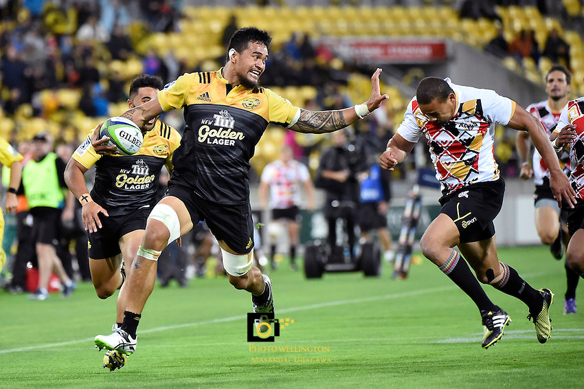 Hurricanes' Vaea Fifita in action during the Super Rugby - Hurricanes v Southern Kings at Westpac Stadium, Wellington, New Zealand on Friday 25 March 2016.<br /> Photo by Masanori Udagawa. <br /> www.photowellington.photoshelter.com.