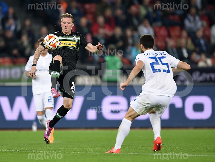 FUSSBALL   INTERNATIONAL   UEFA EUROPA LEAGUE   SAISON 2014/2015 FC Zuerich - VfL Borussia Moenchengladbach    02.10.2014 Andre Hahn (li, Borussia Moenchengladbach) am Ball gegen Ivan Kecojevic (FC Zuerich)