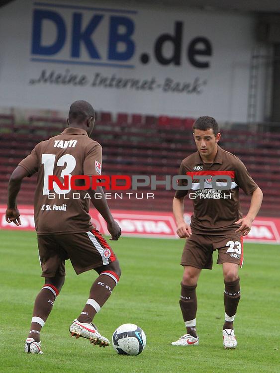 2.Liga FBL 2009/2010  Testspiel<br /> FC St.Pauli vs. Heart of Midlothian 2:0 (1:0)<br /> <br /> <br /> Charles Takyi (Nr.13) mit Deniz Naki (Nr.23) beim Aufw&auml;rmen.<br /> <br /> <br /> Foto &copy; nph (nordphoto)<br /> <br /> *** Local Caption ***