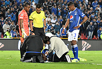 BOGOTÁ-COLOMBIA, 15–05-2019: Jair Palacios de Millonarios, recibe atención médica, durante partido entre Millonarios y Unión Magdalena de la fecha 2 de los cuadrangulares semifinales por la Liga Águila I 2019 jugado en el estadio Nemesio Camacho El Campín de la ciudad de Bogotá. / Jair Palacios de Millonarios, receives medical attention, during a match between Millonarios and Union Magdalena of the 2nd date of the semifinals quarters for the Aguila Leguaje I 2019 played at the Nemesio Camacho El Campin Stadium in Bogota city, Photo: VizzorImage / Luis Ramírez / Staff.