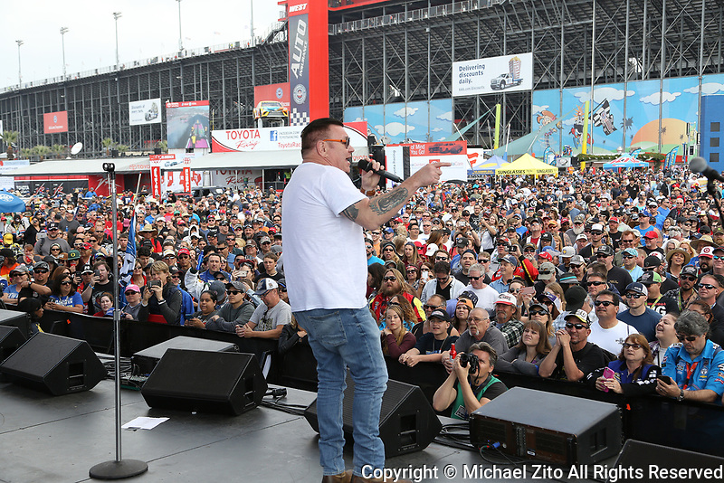 03/26/17 Steve Harwell and Smash Mouth Perform before Auto Club 400