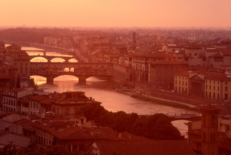 Europe, ITA, Italy, Tuscany, Florence, Typical view on to the city, Bridge Ponte Vecchio in the Evening light....[ For each utilisation of my images my General Terms and Conditions are mandatory. Usage only against use message and proof. Download of my General Terms and Conditions under http://www.image-box.com or ask for sending. A clearance before usage is necessary...Material is subject to royalties. Each utilisation of my images is subject to a fee in accordance to the present valid MFM-List...Contact | archive@image-box.com | www.image-box.com ]