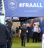 Bundestrainer Joachim Loew (Deutschland Germany) verschwindet im Kabinengang - 16.10.2018: Frankreich vs. Deutschland, 4. Spieltag UEFA Nations League, Stade de France, DISCLAIMER: DFB regulations prohibit any use of photographs as image sequences and/or quasi-video.