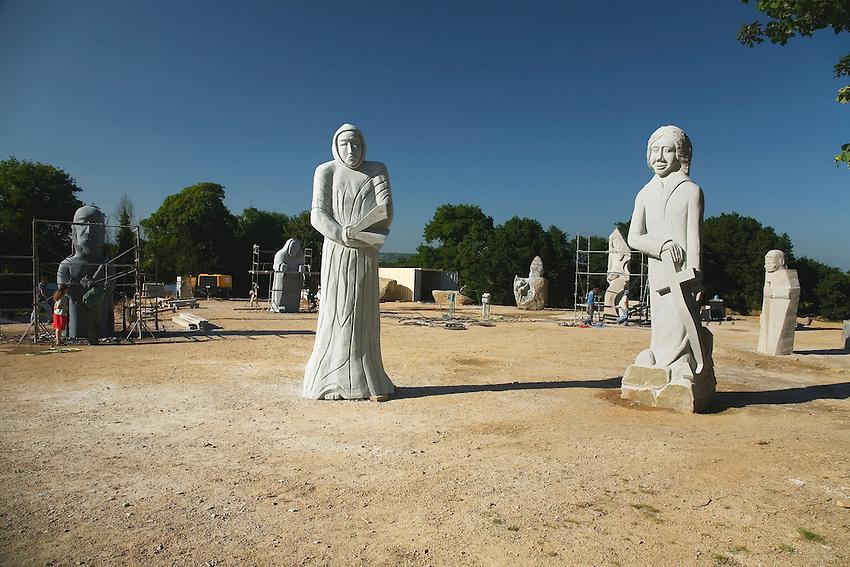 Nouvelles statues en preparation