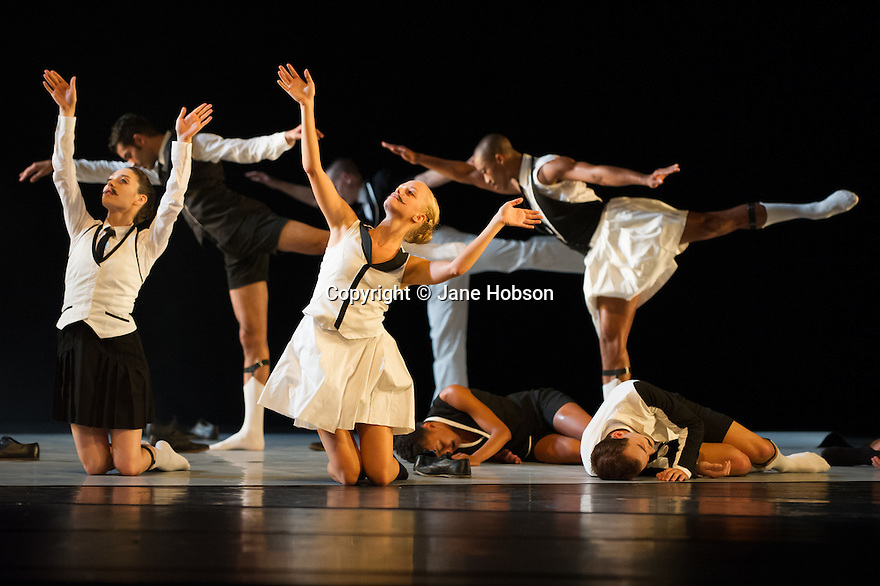 Edinburgh, UK. 25.08.2012. Juilliard Dance present a triple bill as part of the Edinburgh International Festival, at the Playhouse. Picture shows a scene from EPISODE 31 in its European Premiere. Dancers Are: Gillian Abbott, Lois Alexander, Alexander Anderson,.Corwin Barnette, Ernesto Breton, Maximilian Cappelli-King,.Michele Carter, Leiland Charles, Derek Ege,.Daphne Fernberger, Julia Headley, John Harnage, Kacey Hauk,.Christopher Kaiser, Tyler Phillips, Raymond Pinto,.Lilja Rúriksdóttir, Reed Tankersley, Lea Ved, Zack Winokur. Photo credit: Jane Hobson