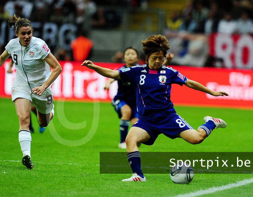 Fifa Women's World Cup Germany 2011 : Japan - USA  at Commerzbank Arena Frankfurt : Aya Miyama aan de bal voor Heather O Reilly.foto DAVID CATRY / Vrouwenteam.be