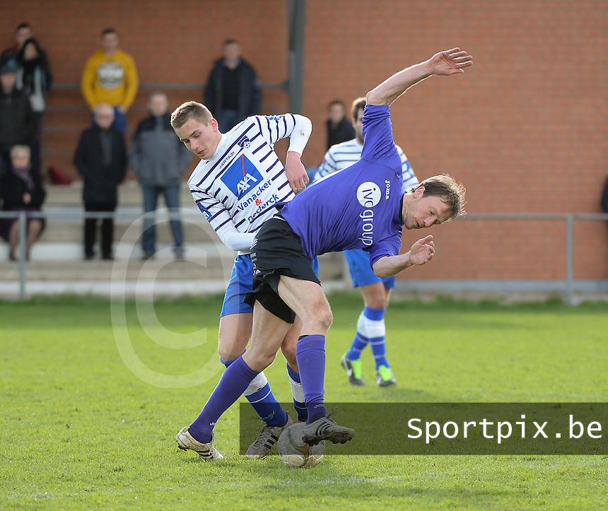 FC Helkijn - Wevelgem City :<br /> <br /> Gonzague Vandooren ((R) probeert zich voorbij Jelmer Platteeuw (L) te wringen<br /> <br /> foto VDB / BART VANDENBROUCKE