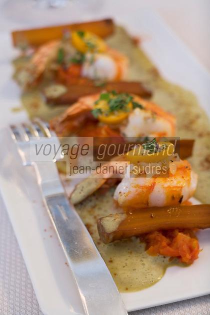 """Europe/France/Rhône-Alpes/42/Loire/Saint-Etienne: Grosses crevettes sauce coco et feuilles de citronnier recette de Stéphane  Laurier du restaurant """"Nouvelle"""""""